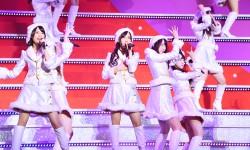 乃木坂46、サンタ衣装でX'masライブ開催!