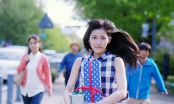 まゆゆ新曲MVで、走る!走る!走る!!ラブストーリーかと思いきや衝撃の展開が…