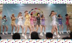"""結成5周年を迎えたSUPER☆GiRLS。新曲は、透明の衣装に""""スカートめくり""""ダンス!?"""